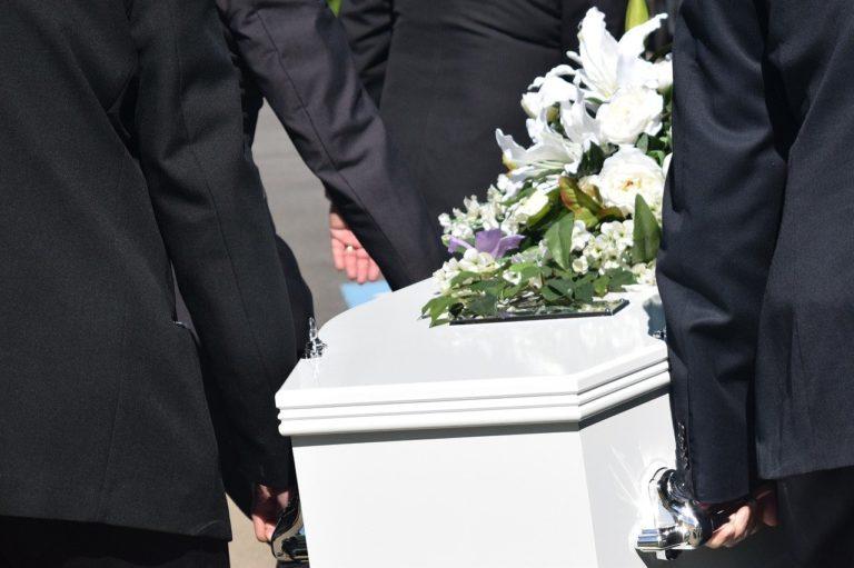 Przedsiębiorcy pogrzebowi pomogą w zorganizowaniu pochówku