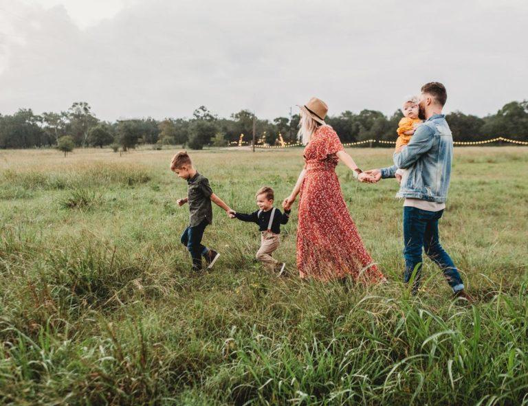 Bardzo modna lifestylowa fotografia rodzinna