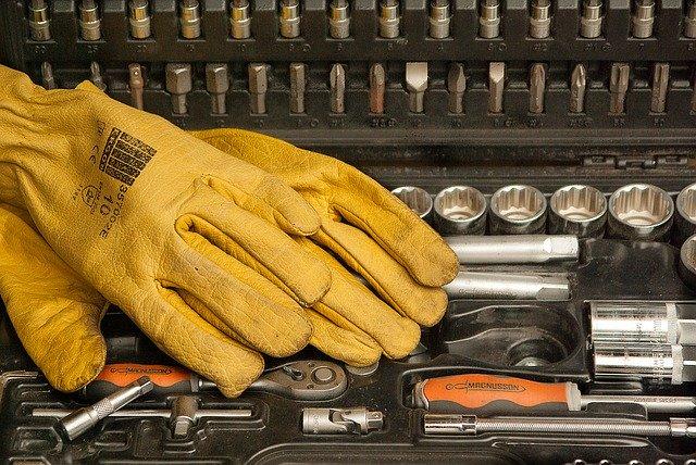 W jaki sposób wyselekcjonować rękawice robocze od renomowanych producentów?