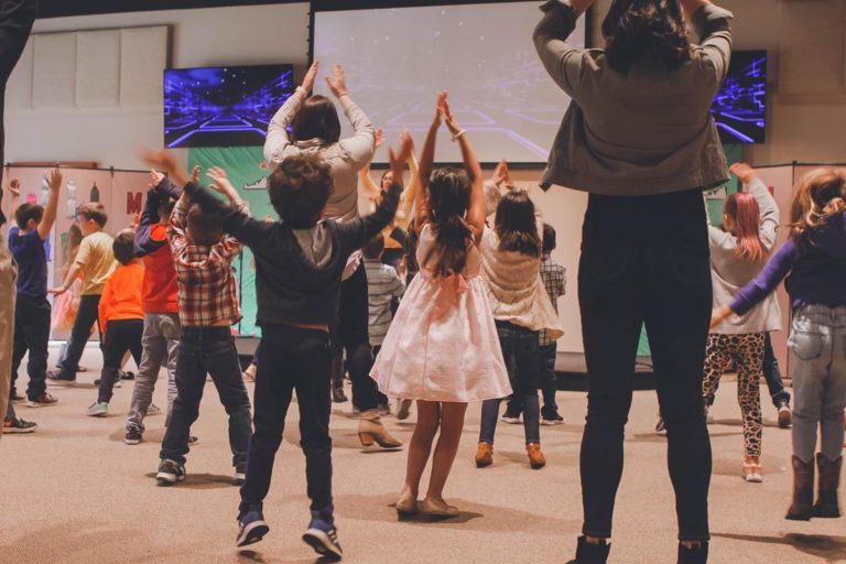 Przedszkole wspiera rozwój społeczny i emocjonalny dzieci